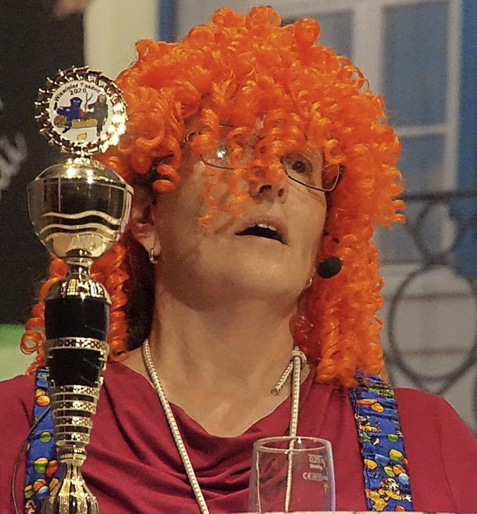 FCW-Chefin Petra Grabisch als Clown in der Bütt  | Foto: Ilona Huege