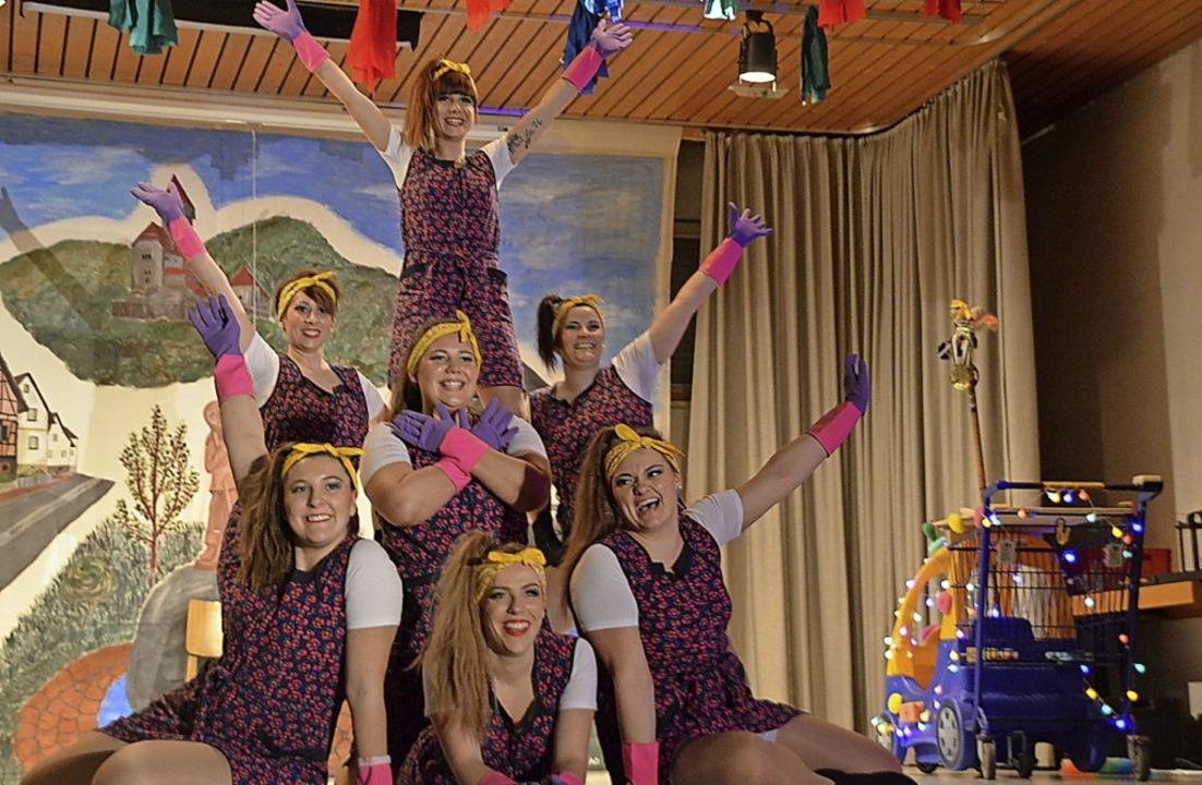 """Die """"Zynduss Dance Group"""" als Putzfrauen    Foto: Jörg Schimanski"""