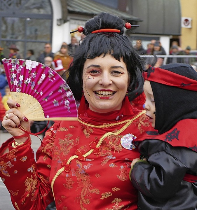 Der Damenzunftrat  trat in asiatischem Outfit mit dem Narresome auf.    Foto: Frank Kreutner