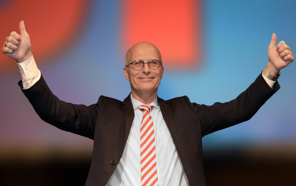 Jubel auf der Wahlparty seiner Soziald... und bleibt wohl Erster Bürgermeister.  | Foto: Axel Heimken (dpa)