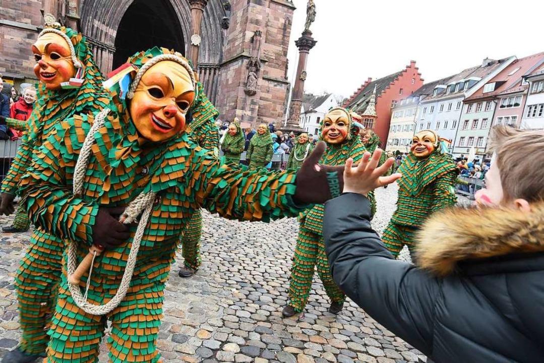 120 Narren- und Musikvereine nehmen am Umzug teil.  | Foto: Rita Eggstein