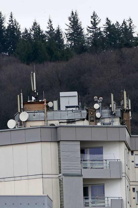 Die Antennenanlage auf dem Falkenstein-Hochhaus    Foto: Hans-Peter Müller
