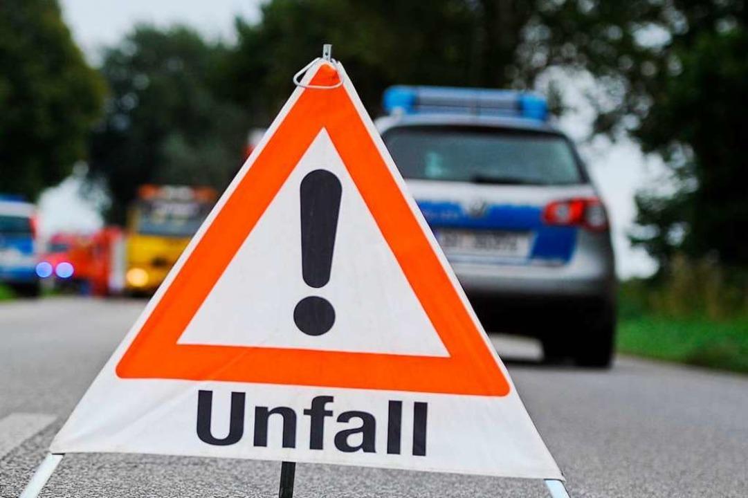 Beim Unfall auf der B 3 bei Eimeldinge...tag zwei Menschen verletzt. Symbolbild    Foto: benjaminnolte  (stock.adobe.com)