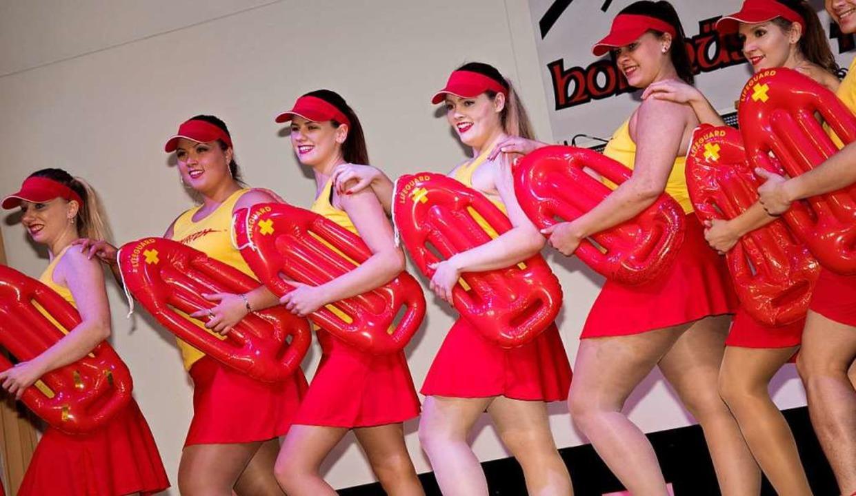 Die Tanzgarde ganz sommerlich    Foto: Helmut Rothermel