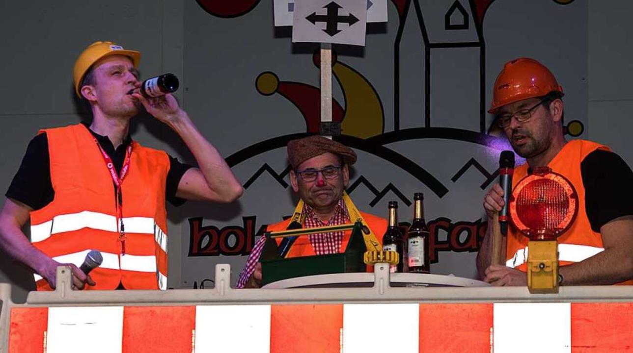 Dauerbaustelle Bottinger Straße, auf der Bühne ...    Foto: Helmut Rothermel