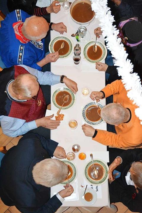 Einiges auszulöffeln gab es bei der Ro...Rosenmontag im Altweiler Schwanensaal.    Foto: Hannes Lauber
