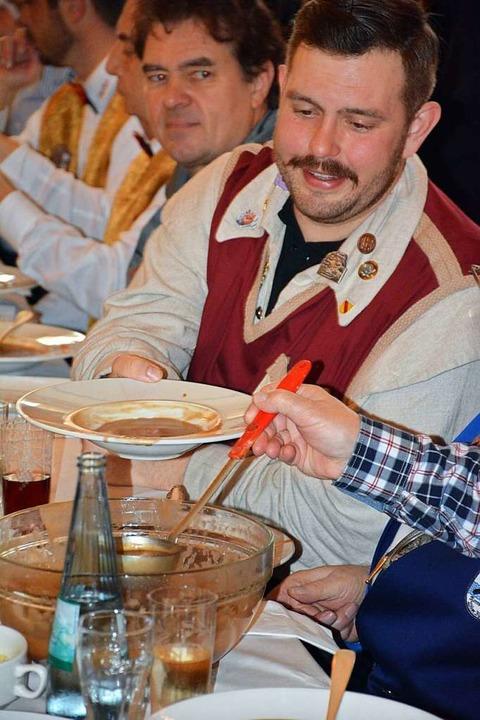 Beim Fremdsuppeln erwischt: Der Lörrac... Lindemer freut sich auf die Mehlsuppe    Foto: Hannes Lauber