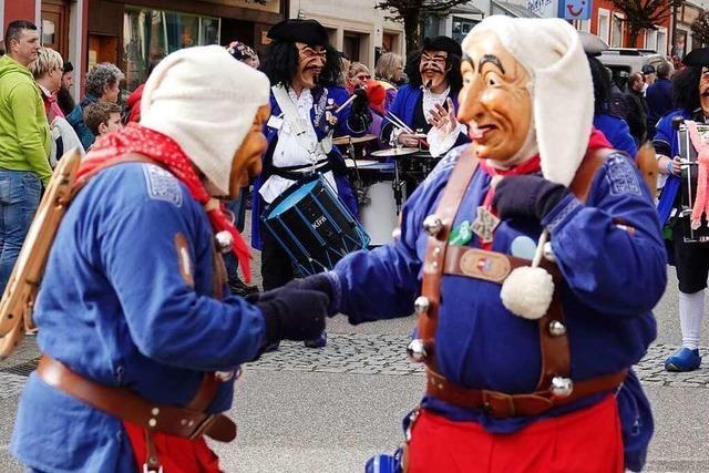 Fotos: 30 Gruppen ziehen beim Fasnachtsumzug durch Schönau