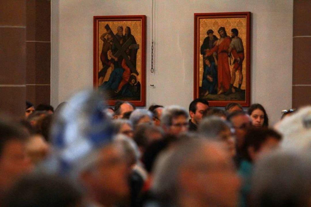 Auch Narrenkappen waren an diesem Tag erlaubt in der Kirche.    Foto: Patrik Müller