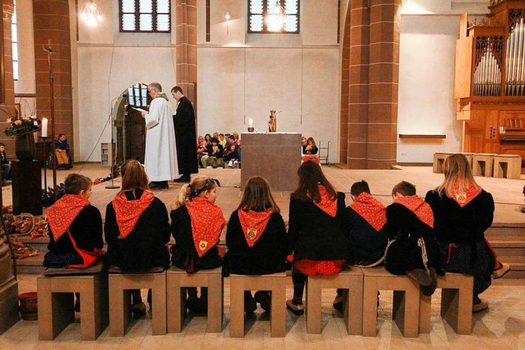 Der Kinderchor der Bäägle-Hexen hat Ehrenplätze.    Foto: Patrik Müller