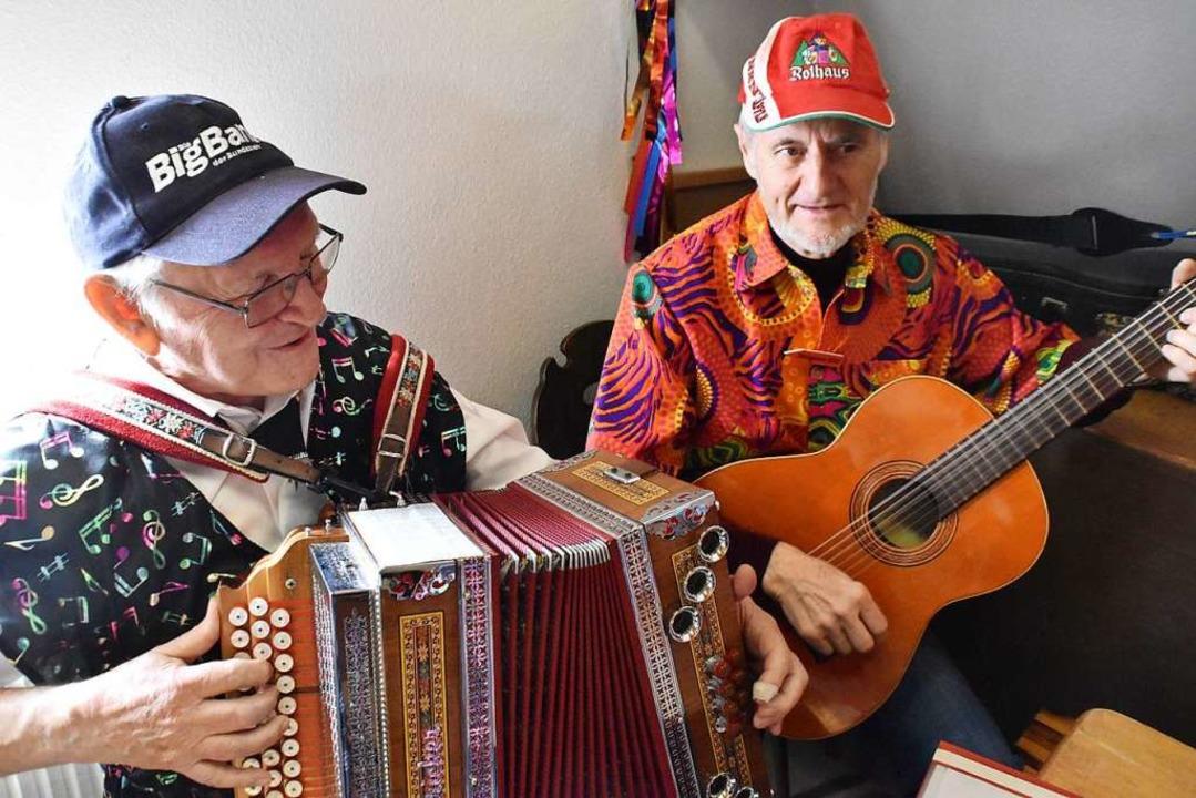 Musik mit Heinz Rüsch und Helmut Ritter (von links).  | Foto: Maja Tolsdorf