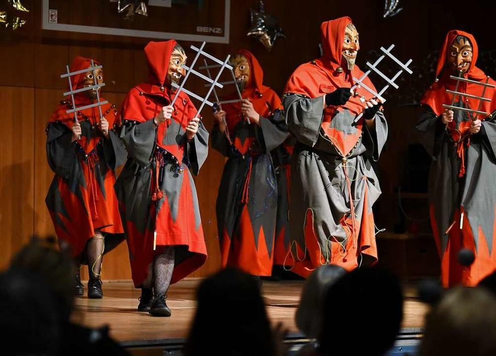 Die Gigili-Geister tanzten wie gewohnt durch die Schlossbuckhalle.    Foto: Rita Eggstein