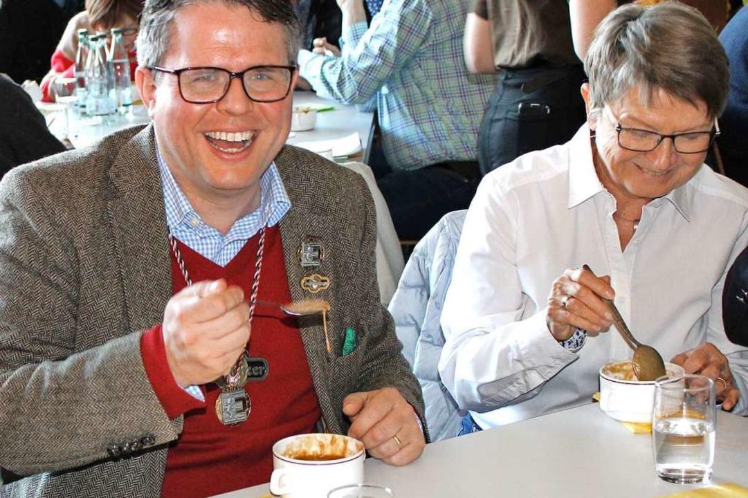 Auch Bürgermeister Tobias Benz musste die Suppe auslöffeln.  | Foto: Rolf Reißmann