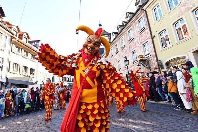 3600 Hästräger ziehen bei Herrgottswetter durch Freiburg