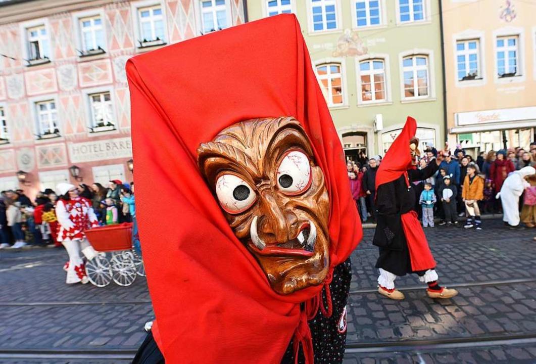 Hallo Schönheit! Hexen treiben Schabernack mit den Zuschauern<ppp></ppp>  | Foto: Rita Eggstein