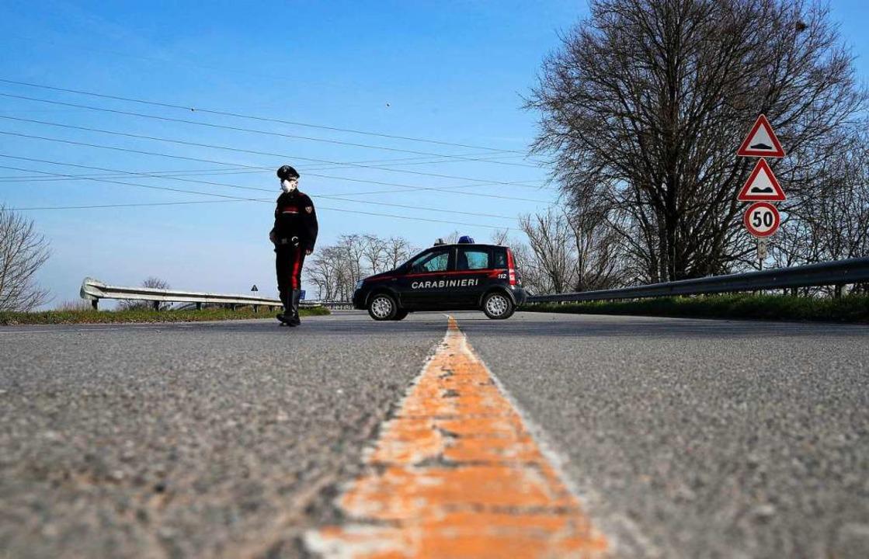 Straßensperre in Italien    Foto: Antonio Calanni (dpa)