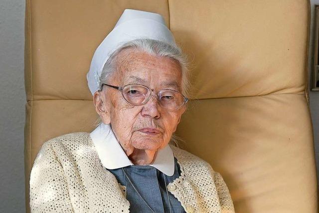 Schwester Luise aus dem Diakonissenhaus in Freiburg wird 100 Jahre alt