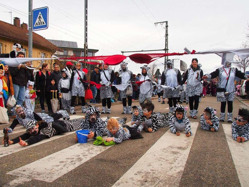 Die Gruppe Petra Rombach stellte beim ...umzug ihren mobilen Zebrastreifen vor.  | Foto: Markus Donner