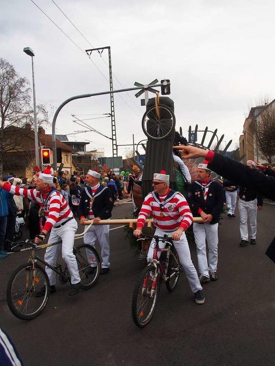 Die Brigitti Matrosen glossierten das ...t des Ultra Bike  wegen des Auerwilds.  | Foto: Markus Donner