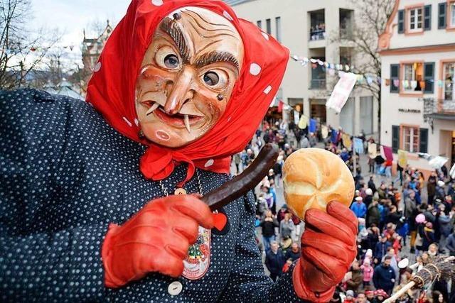 Offenburg: Tausende bei Hexenfraß und Fasentbeerdigung