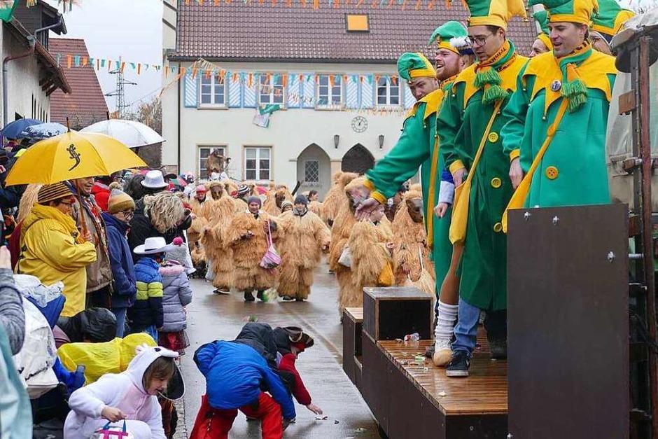 Narrenumzug am Fasnet-Zieschdig in Ewattingen (Foto: Juliane Kühnemund)