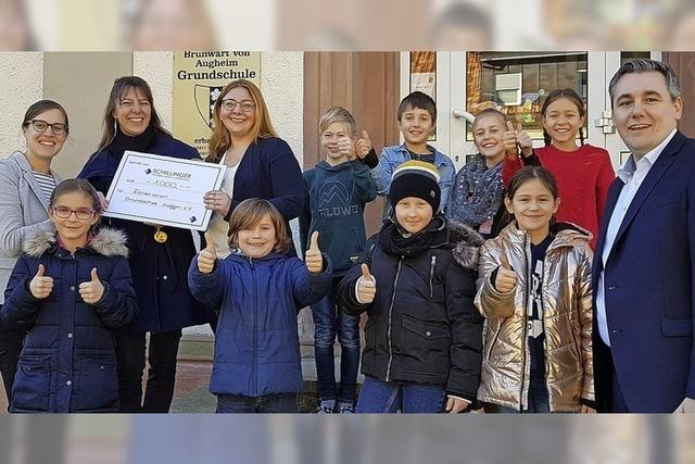 1000 Euro Spende für Grundschule in Auggen