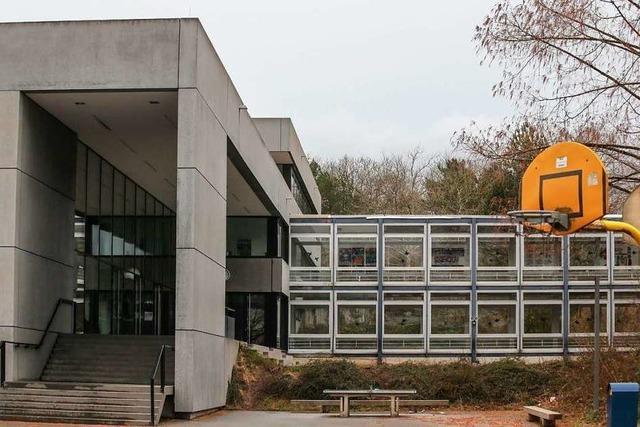 Nazi-Symbole und antisemitische Schmierereien in Heimschule