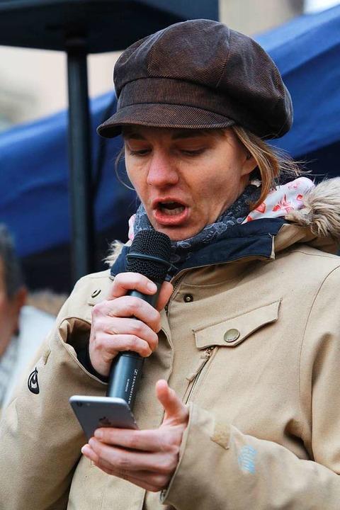 Jana Bührer trug ein Brecht-Gedicht vor  | Foto: Patrik Müller