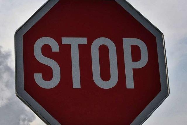 Autofahrer missachtet Stoppschild und verursacht Unfall auf L 112