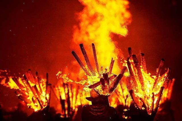 Sengende Hitze, hohe Flammen: der Chienbäse-Umzug in Liestal
