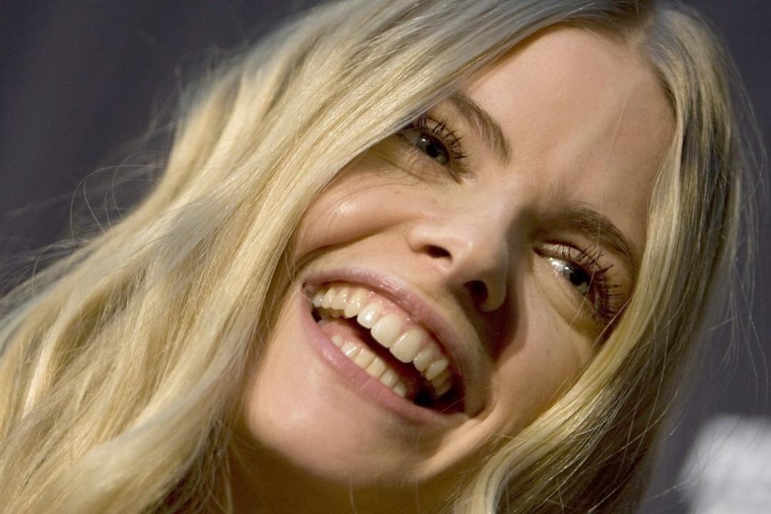 Mit ihrem Lächeln steht Julia Stegner für Optimismus.    Foto: Z5456 Arno Burgi