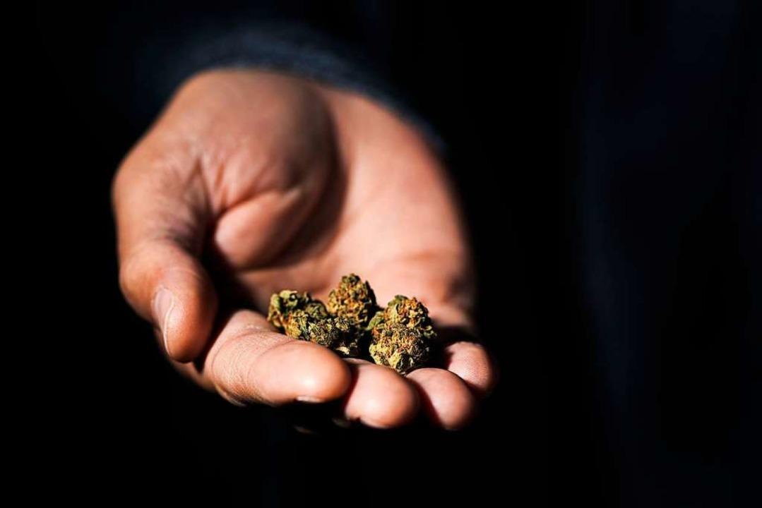 Die Beamten fanden eine kleine Menge Haschisch (Symbolfoto).  | Foto: nito (stock.adobe.com)
