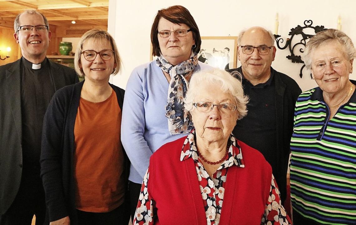 Pfarrer Fabian Schneider ist Kraft sei...n Gertrud Kreidler fehlt auf dem Foto.    Foto: Martha Weishaar