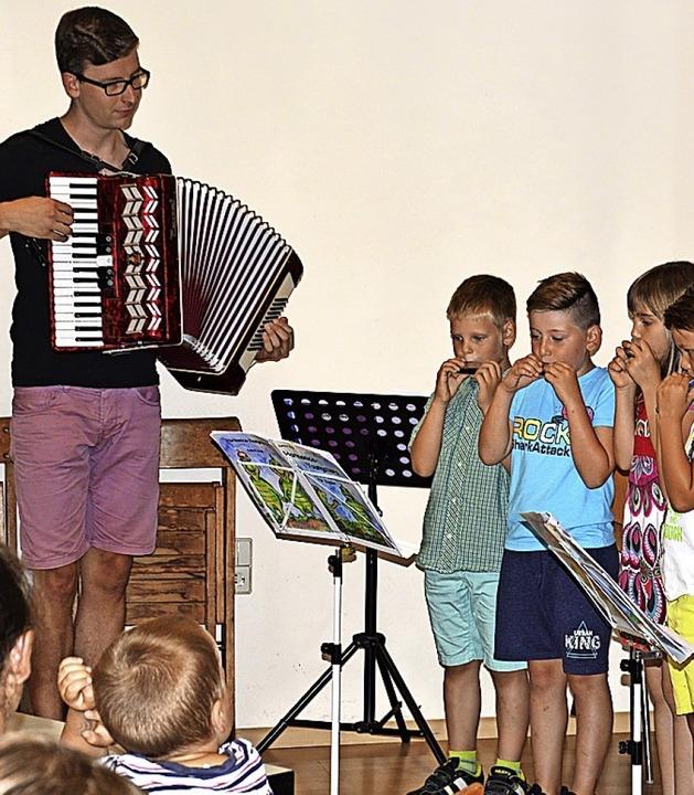 <BZ-FotoAnlauf>Harmonika Maulburg:</BZ...to bildet beim HOM den Nachwuchs aus.   | Foto: Georg Diehl