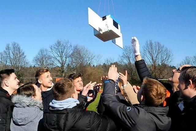 Denzlinger Schüler schicken Wetterballon in die Stratosphäre