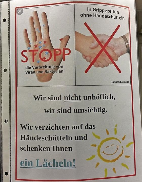 Die Lörracher Sparda-Filiale übt Umsic...et das: lächeln statt Händeschütteln.   | Foto: Savera Kang