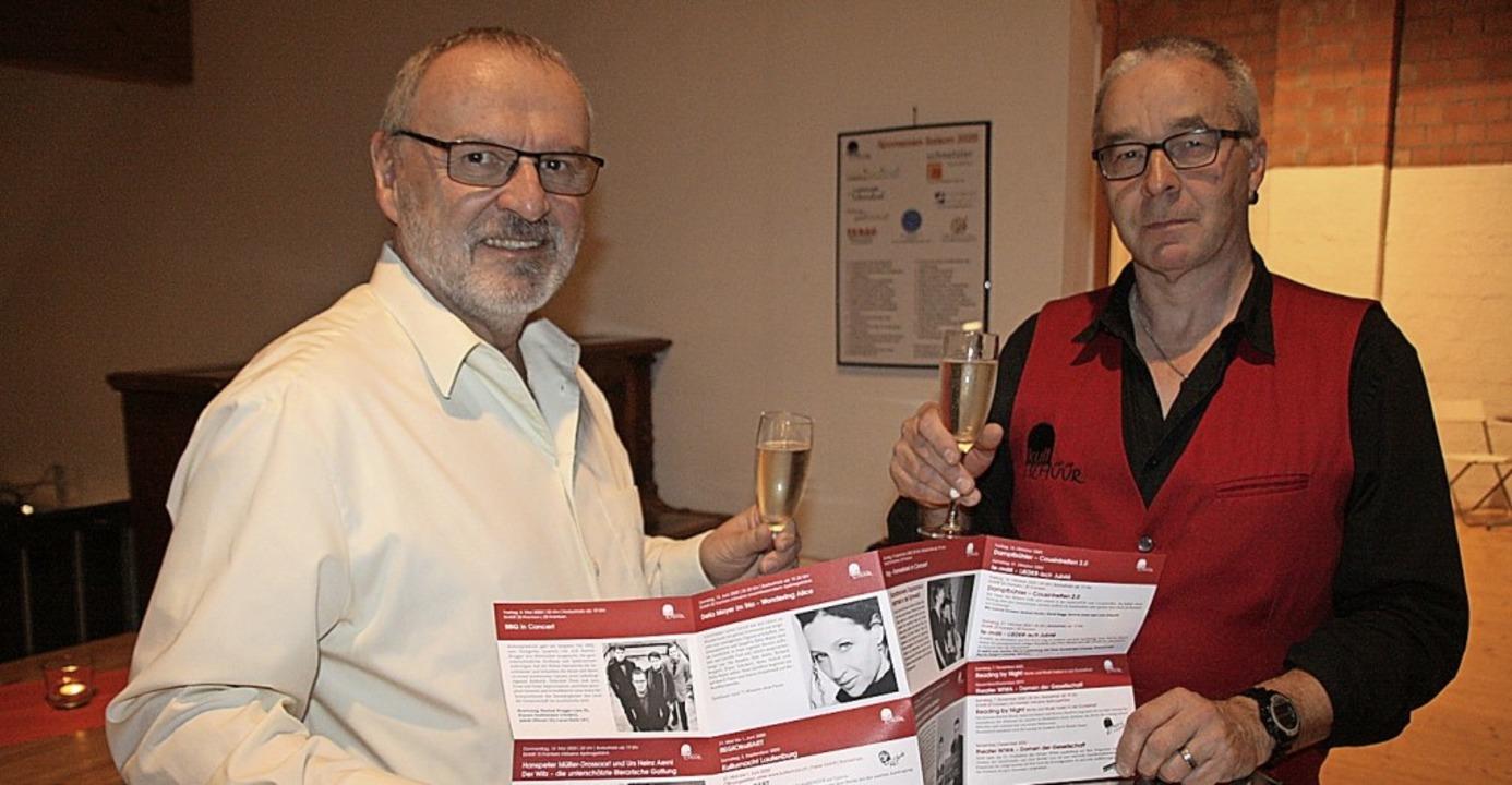 Präsident Walter Marbot (links) und Be...rfolgreiches Jahr in der Kultschür an.  | Foto: Peter Schütz