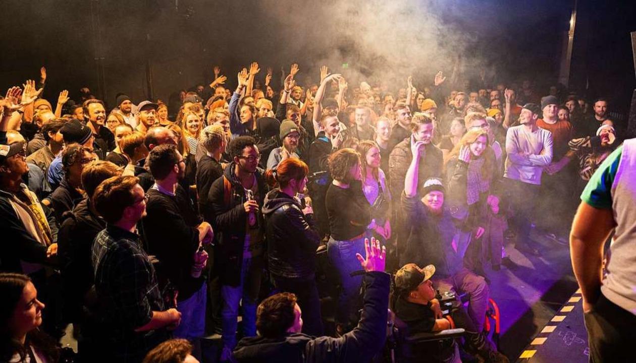 Volles Haus im Artik: Der Rap Anker is...tung für Freiburgs Rap-Szene geworden.    Foto: Moritz Bross