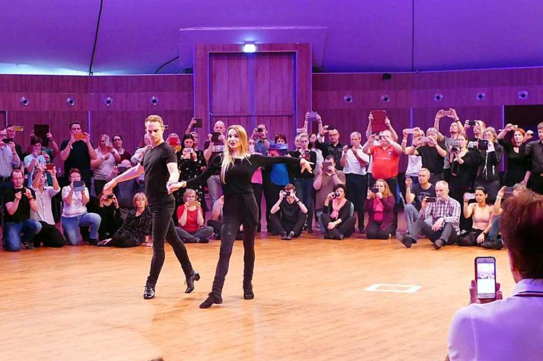 Katja Kalugina tanzt mit Tanzpartner Tommy Unterer Rumba.    Foto: Elena Stenzel