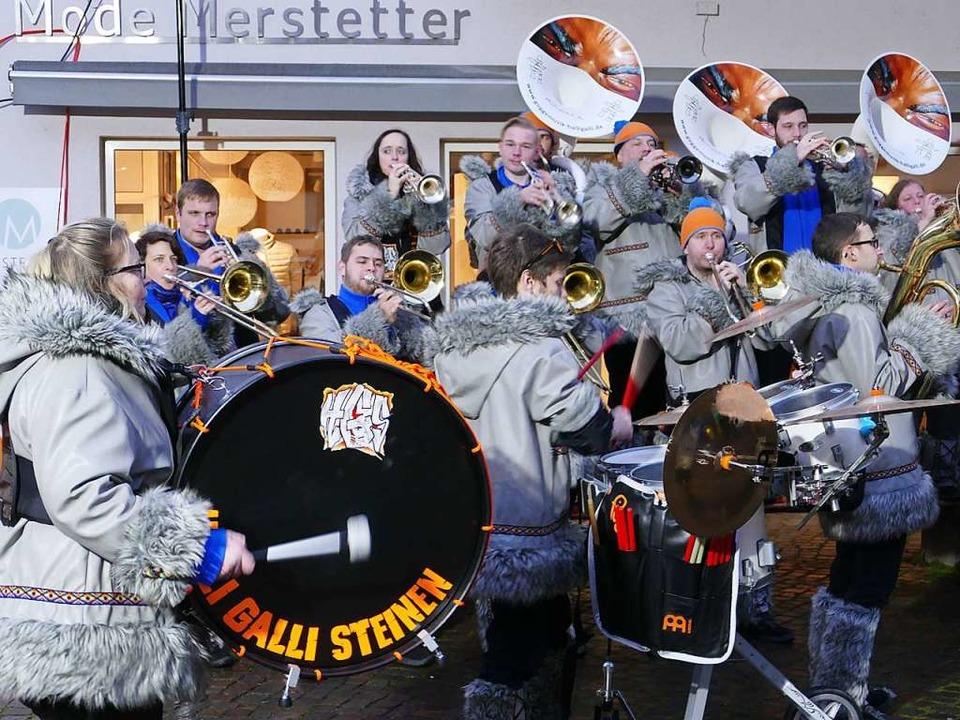 Die Halli Halli aus Steinen beim Benefiz-Guggekonzert.  | Foto: Martina David-Wenk