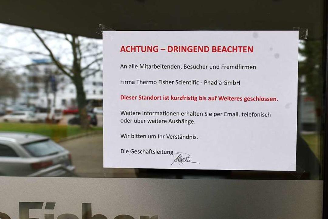 Die Firma Thermo Fisher auf der Freibu...it, dass der Standort geschlossen sei.  | Foto: Rita Eggstein