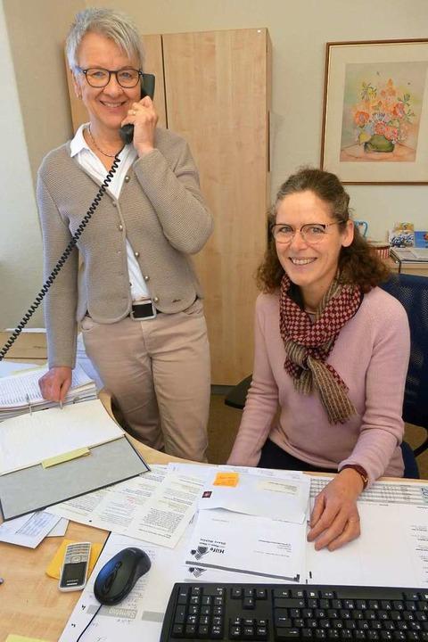 Ansprechpartnerinnen bei der Hilfe von...ammelspacher (links) und Maria Nägele.    Foto: Andrea Gallien
