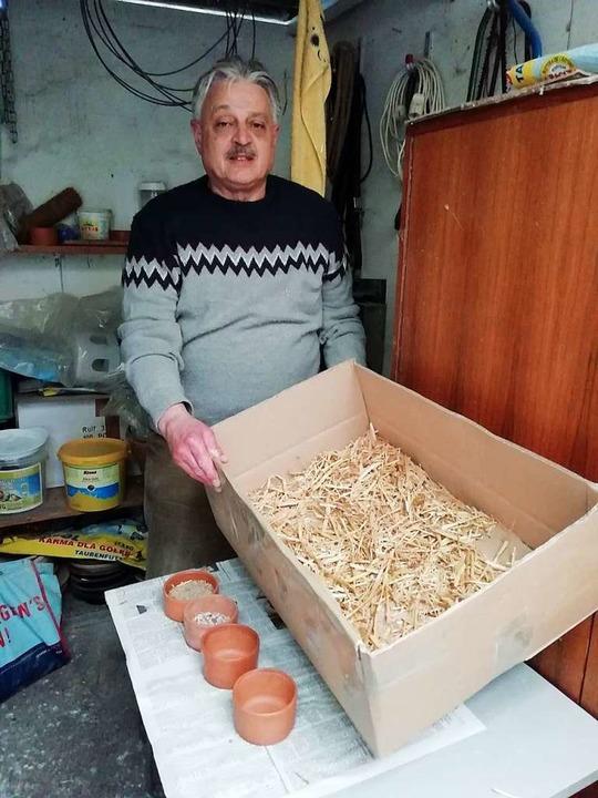 In dieser Kiste hat Bubi gelebt, obwoh...ffnung mehr hat, steht die Kiste noch.  | Foto: Ulrike Derndinger
