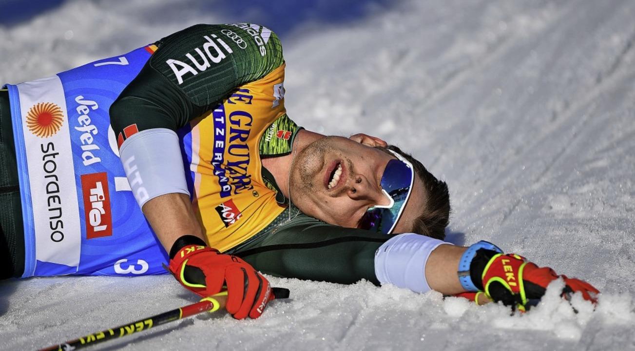 Alles gegeben: Janosch Brugger liegt b...ennen in Seefeld ausgepumpt im Schnee.  | Foto: Hendrik Schmidt
