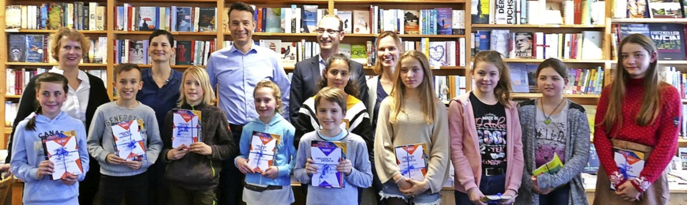 Sie lesen nicht nur viel und gerne, so...r des Vorlesewettbewerbs mit der Jury.  | Foto: Nina Herrmann