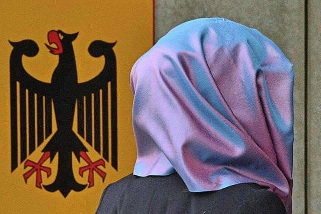 Kopftuchverbot soll Akzeptanz der Justiz erhöhen