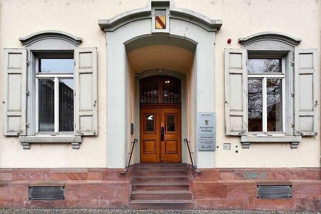 Angeklagter hat acht Brandstiftungen im Raum Herbolzheim gestanden