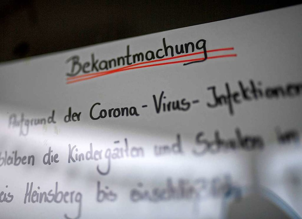 In Gangelt bei Heinsberg in Nordrhein-...Ausbreitung des Corovirus geschlossen.  | Foto: INA FASSBENDER (AFP)