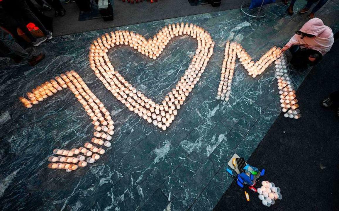 Gedenken an den Ermordeten Journaliste...ne getötete Verlobte Martina Kusnirova    Foto: JOE KLAMAR (AFP)