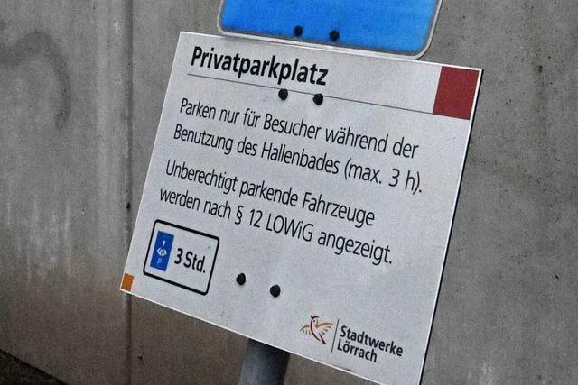 Warum Saunagäste in Lörrach im Bademantel die Parkscheibe nachdrehen müssen